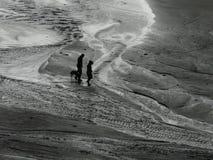 Wanderer auf dem Sand stockfotos