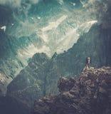 Wanderer auf einem Berg Lizenzfreie Stockbilder