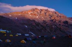 Wanderer auf ihrer Weise zu Aconcagua Lizenzfreies Stockbild