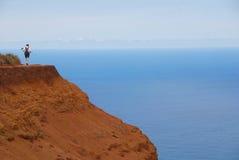 Wanderer auf Küstenspur Lizenzfreies Stockfoto