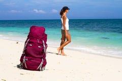 Wanderer auf Strand Stockbilder