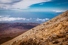 Wanderer auf Vulkan Stockfotografie