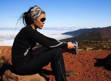 Wanderer auf Vulkan Stockfoto