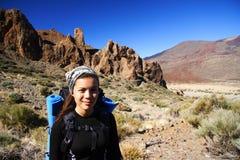 Wanderer auf Vulkan Lizenzfreies Stockbild