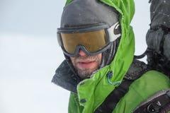 Wanderer bedeckt mit Schnee- und Eisnahaufnahme Stockbilder