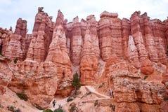 Wanderer in Bryce Canyon National Park stockbilder