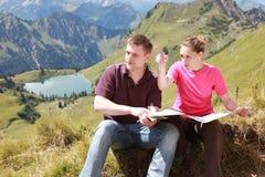 Wanderer in den Alpen Lizenzfreies Stockbild