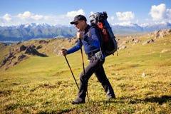 Wanderer in den Bergen Lizenzfreies Stockfoto