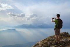 Wanderer, der Foto macht Stockfotografie