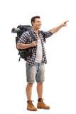 Wanderer, der mit seinem Finger lokalisiert auf weißem Hintergrund zeigt Lizenzfreie Stockfotos