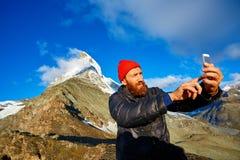 Wanderer an der Spitze eines Durchlaufs Lizenzfreie Stockfotos