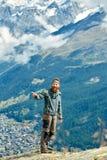 Wanderer an der Spitze eines Durchlaufs Stockbilder