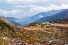 Wanderer, die in den zentralen Alpen in Japan wandern Lizenzfreies Stockbild