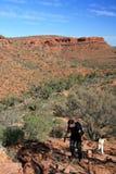 Wanderer - Könige Canyon, Australien Lizenzfreies Stockbild