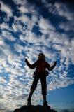 Wanderer in meditierender Position lizenzfreie stockfotografie