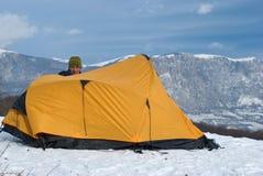 Wanderer mit einem Zelt Lizenzfreies Stockbild
