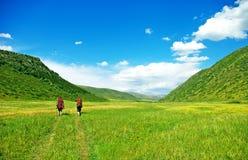 Wanderer mit Rucksäcken stockfotografie
