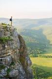 Wanderer mit Rucksack lizenzfreie stockfotografie