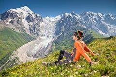 Wanderer nehmen einen Rest Lizenzfreie Stockfotografie
