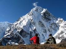 Wanderer und Berg Stockfotos