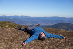 Wanderertrekking in den Bergen Sport und aktive Lebensdauer Stockbild