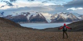 Wandern auf dem John-gardner Durchlauf und Unterlassung des Südpatagonia Icefield stockfoto