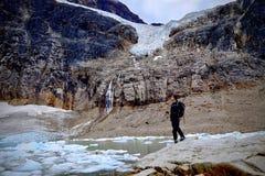 Wandern auf Kanadier Rocky Mountains im Jaspis stockbild