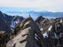 Wandern in den Bergen von Lofoten Norwegen Stockbild