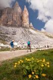 Wandern in den Dolomit lizenzfreie stockfotos