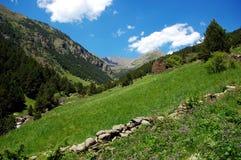 Wandern in den Pyrenees-Bergen in Andorra Lizenzfreies Stockfoto