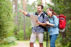 Wandern der Paare Lizenzfreie Stockfotografie