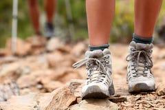 Wandern der Schuhe Lizenzfreie Stockbilder