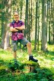 Wandern des älteren Mannes Lizenzfreie Stockfotografie