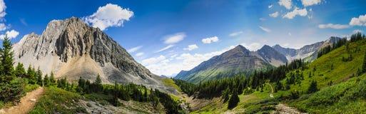 Wandern des Alpenschneehuhns Cirque Lizenzfreie Stockbilder