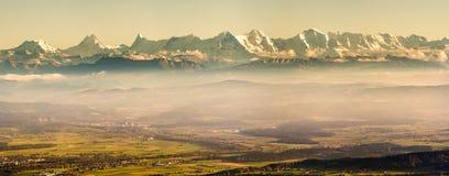 Wandern des Pfades in den julianischen Alpen Lizenzfreies Stockfoto