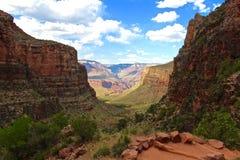 Wandern einer Spur in Grand Canyon lizenzfreies stockfoto