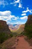 Wandern eines Weges in Grand Canyon lizenzfreies stockfoto