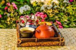 Wandern gesetzt für chinesischen Tee in einem Bambuskasten lizenzfreies stockfoto