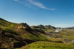 Wandern im geothermischen Land stockfoto