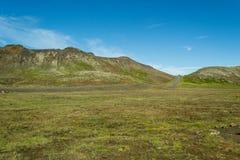 Wandern im geothermischen Land lizenzfreie stockbilder
