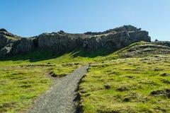 Wandern im geothermischen Land lizenzfreies stockfoto