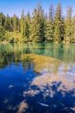 Wandern Sie zum Crestasee in Obersaxen, GraubÃ-¼ nden die Schweiz lizenzfreies stockfoto