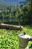 Wandern Sie zum Crestasee in Obersaxen, GraubÃ-¼ nden die Schweiz lizenzfreie stockfotografie