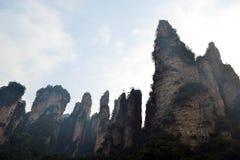 Wandern um Wulingyuan-Naturschutzgebiet Es war ein Stückchen, das auf dem nebelig ist stockfoto