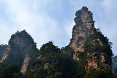 Wandern um Wulingyuan-Naturschutzgebiet Es war ein Stückchen, das auf dem nebelig ist lizenzfreie stockfotos