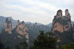 Wandern um Wulingyuan-Naturschutzgebiet Es war ein Stückchen, das auf dem nebelig ist stockbild