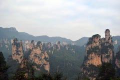 Wandern um Wulingyuan-Naturschutzgebiet Es war ein Stückchen, das auf dem nebelig ist lizenzfreie stockbilder