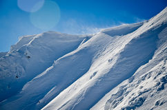 Wandern zu den Winterbergen Stockfoto