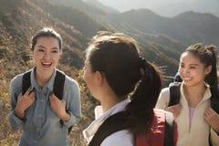 Wandernde Frauen, Porträt Stockfotos