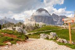 Wandernde Spur in den Bergen Stockfotografie